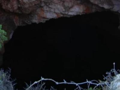 Η σπηλιά της Ζακύνθου, που οδηγεί σε έναν υποβρύχιο θησαυρό