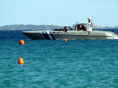 Ρίο: Προσάραξε σκάφος σε αβαθή με δύο άτομα πλήρωμα