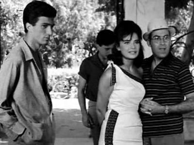 Πάτρα 1961: Όταν η Σαπφώ Νοταρά αποχαιρετούσε τη Τζένη Καρέζη στο σταθμό του ΟΣΕ! Δείτε ΒΙΝΤΕΟ