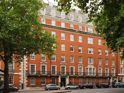 Πωλείται το ιστορικό διαμέρισμα των Ωνάση στο Λονδίνο, τιμή και φωτό!