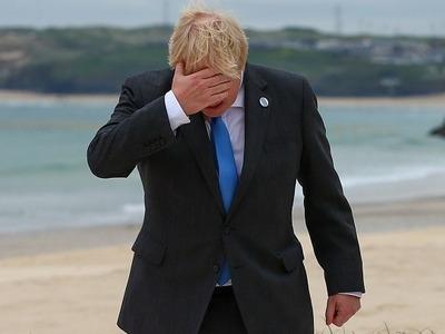 Ο Βρετανός Πρωθυπουργός Μπόρις Τζόνσον υ...