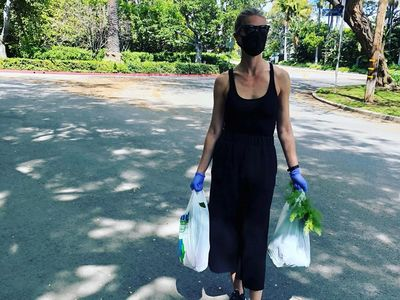 Κι όμως! Η Gwyneth Paltrow φοράει μάσκα λόγω κορωνοϊού και πάει λαϊκή