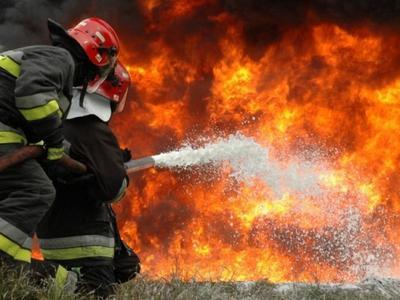 Κινδύνεψαν πυροσβέστες στη φωτιά στο Χαϊκάλι που έκαψε εργοστάσια