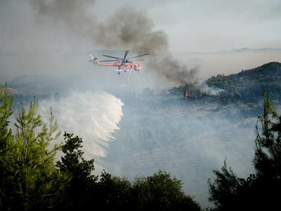Φωτιά Ηλεία: Πληροφορίες για εγκλωβισμέν...