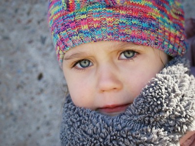 Πώς πρέπει να ντύνονται τα παιδιά το χειμώνα; Έχει σχέση το κρύο με το κρύωμα;