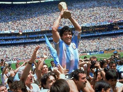 Σοκ στο παγκόσμιο ποδόσφαιρο- Πέθανε ο Ν...