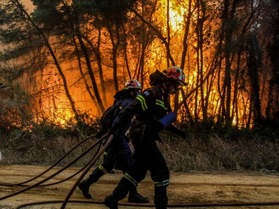 Μεγάλη φωτιά στα Τσαμέικα Δυτικής Αχαΐας - Νέα αναζωπύρωση