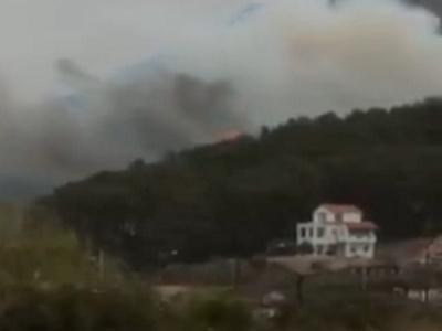 Μεγάλη φωτιά στη Σάμο σε περιοχή με σπίτ...