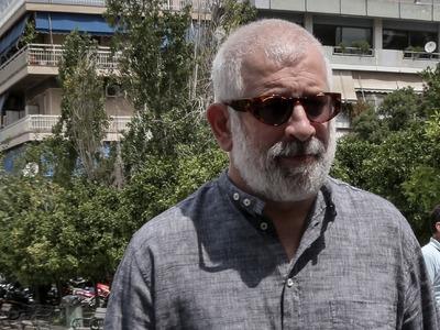 Πέτρος Φιλιππίδης: Με χειροπέδες οδηγείτ...