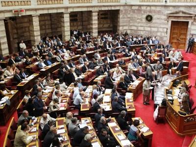 Οι Έλληνες εμπιστεύονται τις γυναίκες πολιτικούς αλλά ψηφίζουν... άνδρες