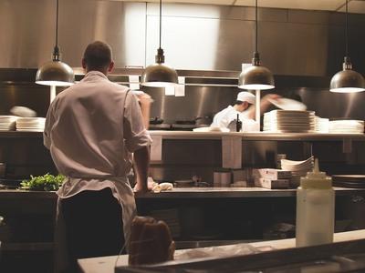Αδήλωτη εργασία: Έτσι θα «γλιτώνει» το πρόστιμο εργοδότης και εργαζόμενος