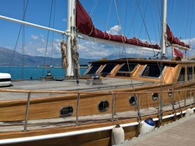 """Δύο πανέμορφα ξύλινα ιστιοφόρα, έκαναν """"ποδαρικό"""" στη μαρίνα mega yacht του ΟΛΠΑ στην Πάτρα- ΦΩΤΟ- Η υποδομή που θα κάνει ένεση σε τουρισμό και οικονομία"""