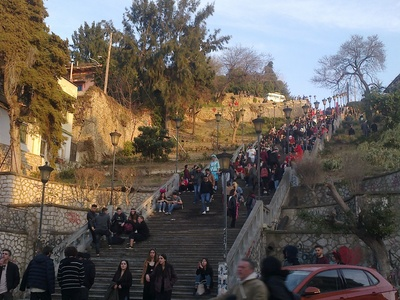 Πατρινό Καρναβάλι 2019: Κόσμος στις σκάλες Αγ. Νικολάου, στην Γεροκωστοπούλου, παντού...