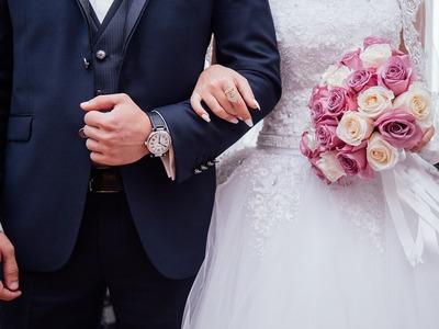 Έφοδος εφοριακών σε γάμο