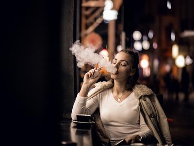 Είναι ακίνδυνο το ηλεκτρονικό τσιγάρο; Tι λέει στο thebest.gr o ερευνητής Κωνσταντίνος Φαρσαλινός