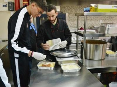 2.000 άνθρωποι στην Πάτρα τρώνε καθημερι...