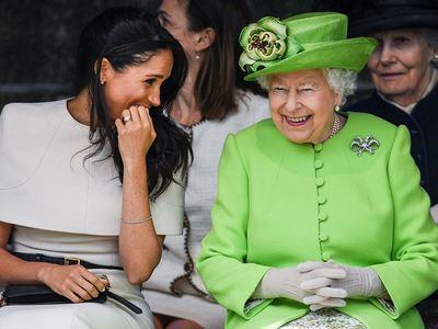 Η αμόρφωτη και βαρετή βασιλική οικογένεια της Βρετανίας και το πιο ντροπιαστικό δημόσιο μπούλινγκ ever
