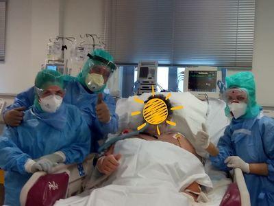 Η φωτογραφία της ελπίδας από τη ΜΕΘ ελληνικού νοσοκομείου - Ο ασθενής μόλις αποσωληνώθηκε...