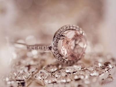 Ηλεία: Της πήρε κοσμήματα, κάρτα και τα έδωσε σε ενεχυροδανειστήριο