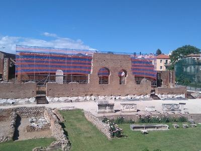 Ξεχάστε ότι ξέρατε για το Αρχαίο Ρωμαικό Ωδείο: Πλέον θα φιλοξενεί αυστηρά 1063 θεατές ανά παράσταση