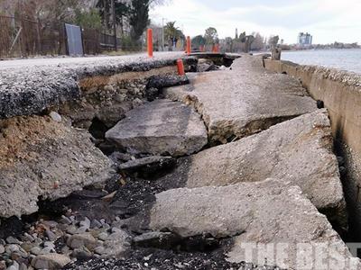 Σε λίγο δεν θα υπάρχει παραλιακή οδός στο Ακταίο της Πάτρας - Βομβαρδισμένο τοπίο