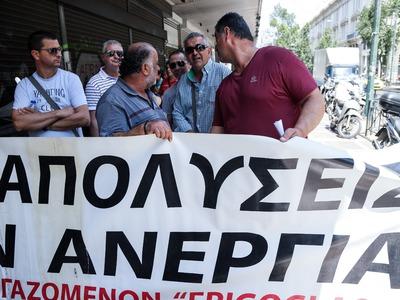 """Διαμαρτυρία εργαζομένων της """"Frigoglass"""" στο υπουργείο Εργασίας"""