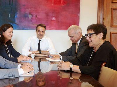 Φωτογραφία αρχείου. Διακρίνονται από αριστερά: Νίκη Κεραμέως, Κυριάκος Μητσοτάκης και η Πρύτανις του Πανεπιστημίου της Πάτρας Βενετσάνα Κυριαζοπούλου