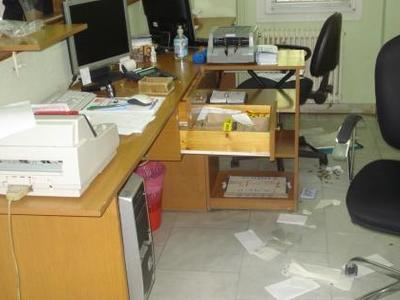"""Πάτρα: """"Σήκωσαν"""" το γραφείο του δικηγόρου Στάθη Φίλη - Όσοι τους είδαν νόμισαν πως γίνεται μετακόμιση!"""