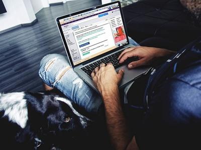 Περισσότερες από 3 ώρες καθημερινά στα social media; Πιο εσωστρεφείς κι αντικοινωνικοί έφηβοι