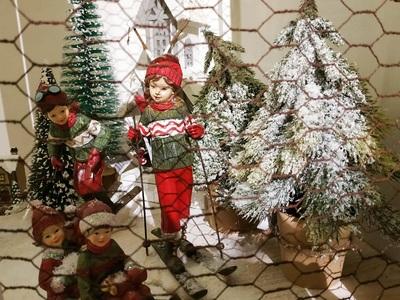 Μετακόμισε η «Φάτνη», παρουσιάζει τα ωραιότερα γιορτινά στολίδια Αγίου Ανδρέου 82