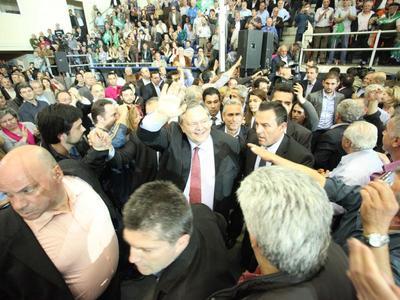 Πάτρα: Χειροκροτήματα εντός, ένταση και οργή εκτός της ΕΑΠ- Τι είπε ο Πρόεδρος του ΠΑΣΟΚ - Η σκληρή επίθεση στη Χρυσή Αυγή- ΦΩΤΟ KAI BINTEO