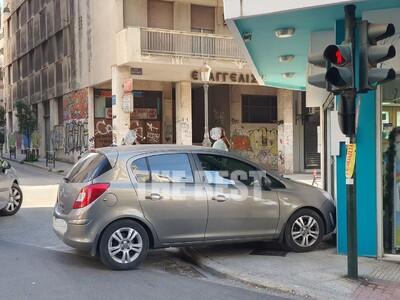 Πάτρα: Αυτοκίνητο έπεσε πάνω σε φαρμακείο! ΦΩΤΟ