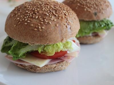 """Όταν οι Πατρινοί έμαθαν το Fast Food - Από τις σφολιάτες στο """"Φουρνάκι"""", στο κλαμπ σάντουιτς του Hambo"""