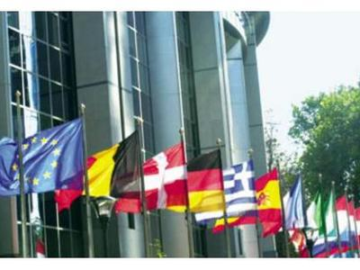 Ευρωβαρόμετρο: Το 50% των Ελλήνων δεν μπ...