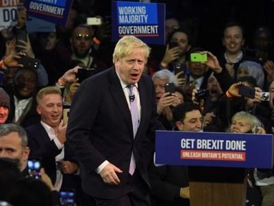 Βρετανία: Ισχυρή νέα εντολή στον Μπόρις Τζόνσον