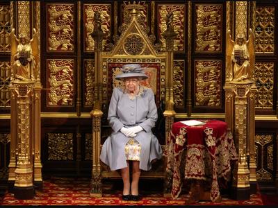 Βασίλισσα Ελισάβετ: Η πρώτη επίσημη δημό...