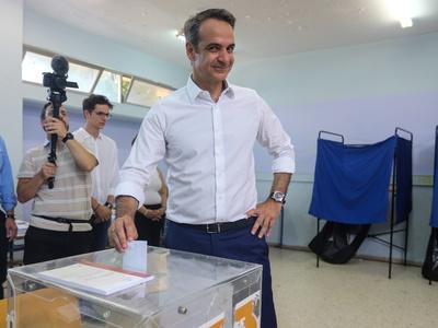 """""""Κυριάκο, κοίτα πίσω σου""""! Η φωτογραφία από την ψήφο του Μητσοτάκη"""