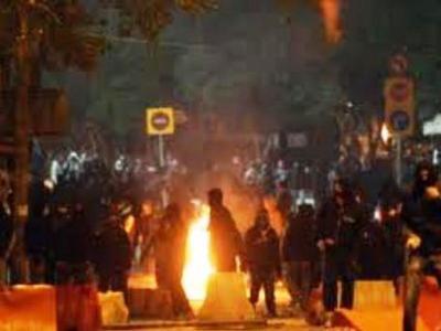 Πάτρα-Tώρα: Οι αντεξουσιαστές βγήκαν στους δρόμους για να ...απαντήσουν στους Χρυσαυγίτες
