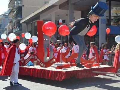Πάτρα: «Μην είσαι τσιγκούνης, δώσε λίγο αίμα»- Για 1η φορά η αιμοδοσία στην Καρναβαλική παρέλαση - ΦΩΤΟ
