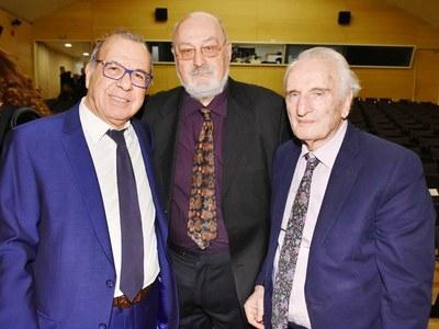 Ο Δντής 'Εκδοσης του ΕΠΙΛΟΓΟΥ 2019 Τ. Βλαστός με τον Σύμβουλο Έκδοσης κ. Κ. Γεωργουσόπουλο και τον τιμώμενο κ. Νικήτα Τσκίρογλου