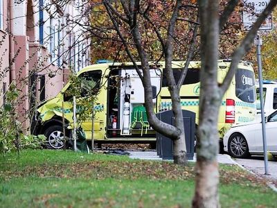 Κλεμμένο ασθενοφόρο έπεσε πάνω σε οικογένεια στο Όσλο - ΒΙΝΤΕΟ