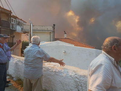 Δεν έχει τελειώσει η μάχη με τις φλόγες σε Ζάκυνθο και Λουτράκι