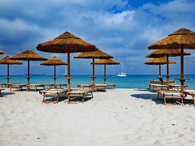 Σαρδηνία: Βάζουν φύλακες για να μην κλέβουν οι τουρίστες την άμμο της παραλίας