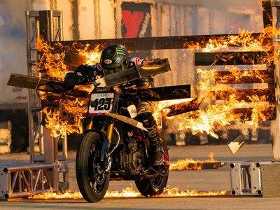 Ο… φλεγόμενος αναβάτης στο 15ο Motor Festival του ΟΑΚΑ!