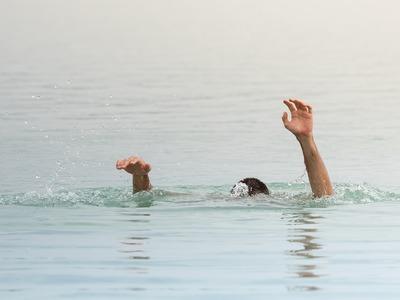Νεκρός ο άνδρας που ανασύρθηκε από τη θάλασσα χωρίς τις αισθήσεις του