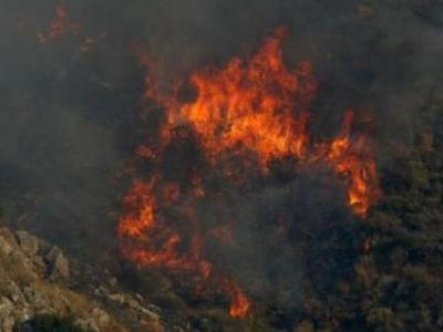Πυρκαγιά στους Θρακομακεδόνες απειλεί πα...