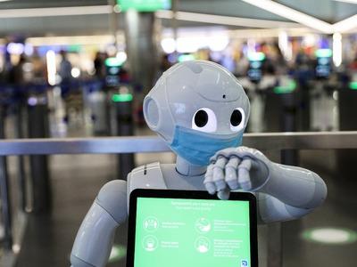 Τα ρομπότ Pepper στην υπηρεσία του κορωνοϊού