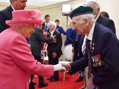 Η βασίλισσα Ελισάβετ ευχαρίστησε τους βετεράνους