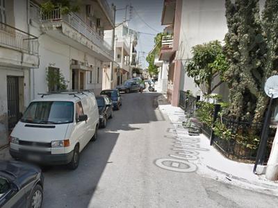 Προσοχή στην οδό Θ. Παλαιολόγου και την Πέμπτη - Κατεδαφίζεται κτίριο