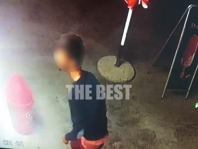 """Κάμερα ασφαλείας συνέλαβε άτομο  """"ν..."""